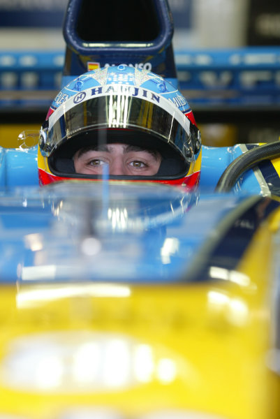 2003 European Grand Prix - Saturday Qualifying, Nurburgring, Germany.28th June 2003.Fernando Alonso, Renault R23, in car in pit garage.World Copyright LAT Photographic.Digital Image Only.