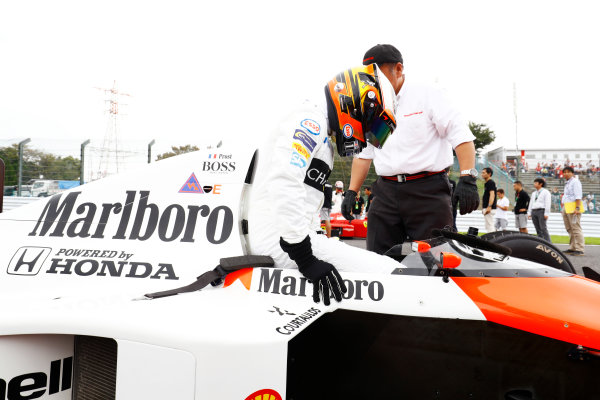 Suzuka Circuit, Japan. Saturday 08 October 2016. Stoffel Vandoorne, Test and Reserve Driver, McLaren, in the 1989 McLaren MP4/5 in which Alain Prost scored his third world drivers title. World Copyright: Steven Tee/LAT Photographic ref: Digital Image _O3I5723