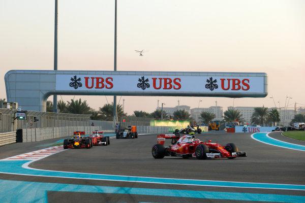 Yas Marina Circuit, Abu Dhabi, United Arab Emirates. Sunday 27 November 2016. Kimi Raikkonen, Ferrari SF16-H, leads Daniel Ricciardo, Red Bull Racing RB12 TAG Heuer, and Sebastian Vettel, Ferrari SF16-H. World Copyright: Sam Bloxham/LAT Photographic ref: Digital Image _SLB1635