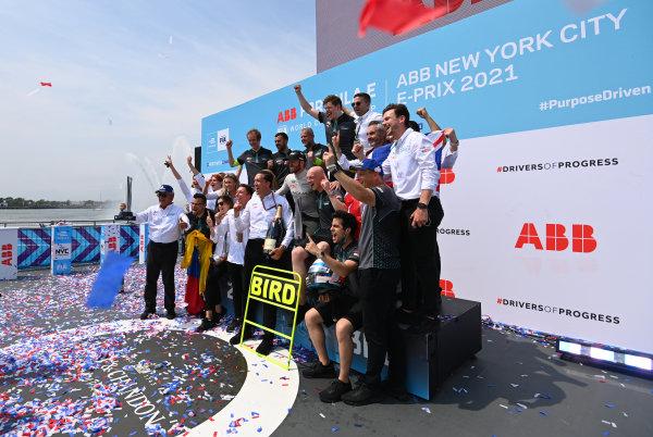 Sam Bird (GBR), Jaguar Racing, 1st position, James Barclay, Team Director, Jaguar Racing, and the Jaguar Racing team celebrate on the podium