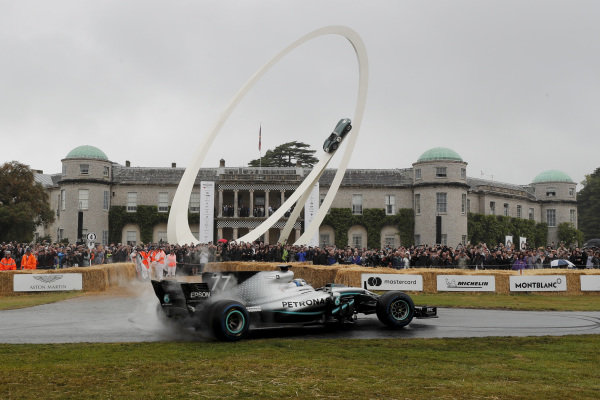 Valtteri Bottas, Mercedes-AMG F1 W10 EQ Power+ burnout