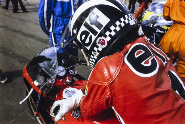 Phil Read, MV Agusta, waits on the grid.