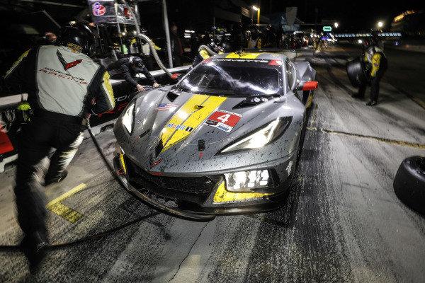 #4 Corvette Racing Corvette C8.R, GTLM: Oliver Gavin, Tommy Milner, Marcel Fassler, pit stop