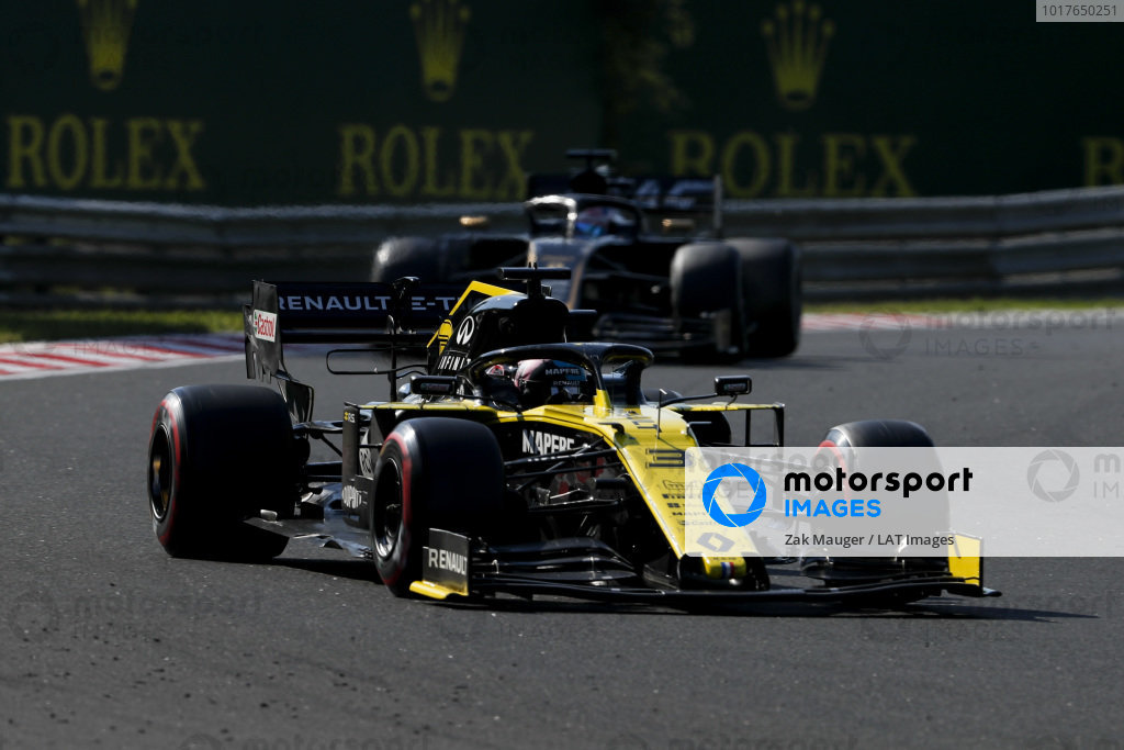 Daniel Ricciardo, Renault R.S.19, leads Romain Grosjean, Haas VF-19