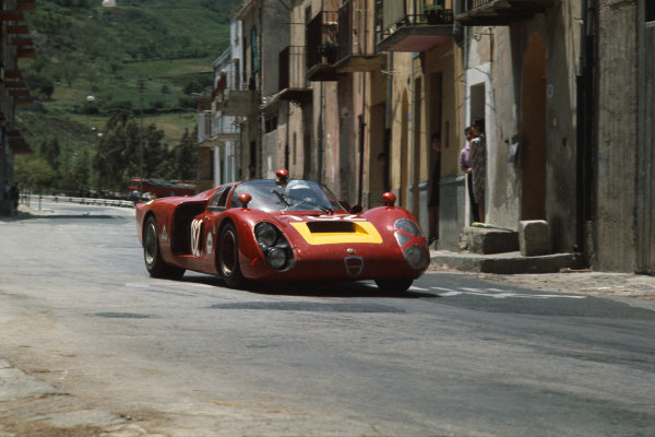 Little Madonie Circuit, Sicily, Italy. 5th May 1968 Giancarlo Baghetti/Giampiero Biscaldi (Alfa Romeo T33/2), 6th position, action World Copyright: LAT Photographic Ref:  68TF41