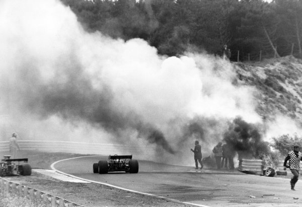 1973 Dutch Grand Prix.Zandvoort, Holland. 29 July 1973.Roger Williamson, March 731-Ford, fatal accident. As his car burns David Purley, March 731-Ford, stops on the left to try to help in vain, action.World Copyright: Motor/LAT Photographic