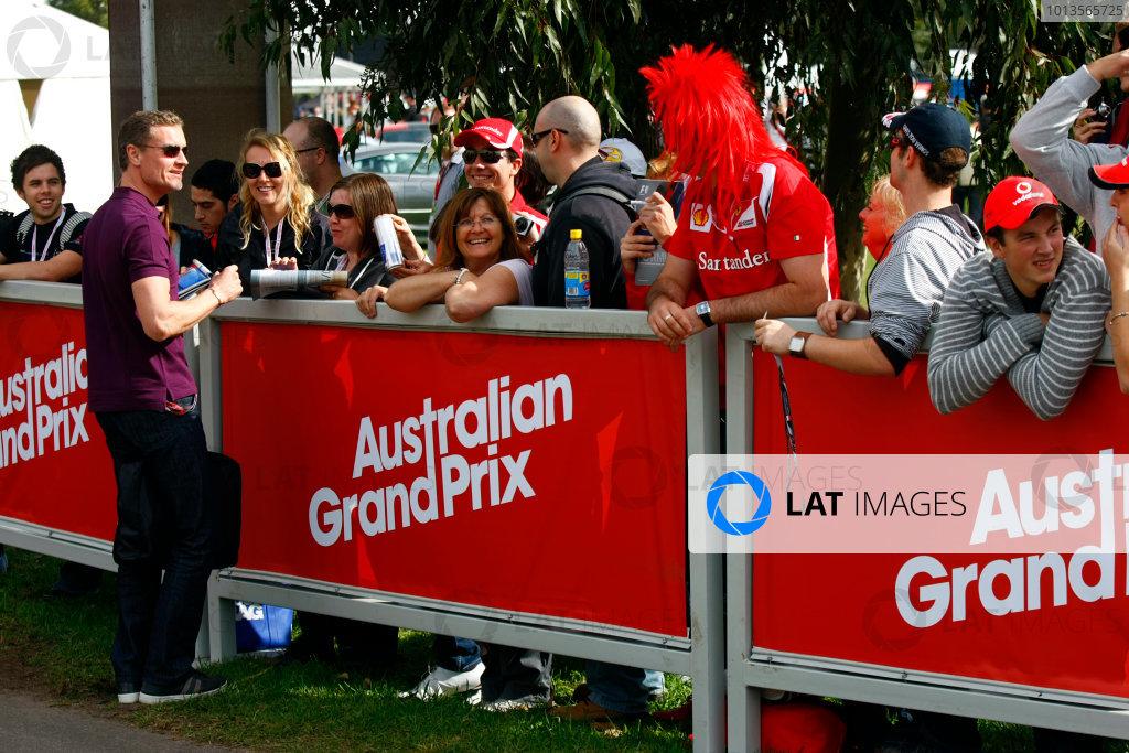 Albert Park, Melbourne, Australia24th March 2011.David Colthard signs his autogrpah for fans.World Copyright: Charles Coates/LAT Photographicref: Digital Image _26Y5609