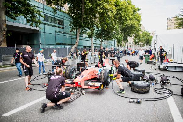 2017 FIA Formula 2 Round 4. Baku City Circuit, Baku, Azerbaijan. Thursday 22 June 2017. Sergio Sette Camara (BRA, MP Motorsport) practice pitstops. Photo: Zak Mauger/FIA Formula 2. ref: Digital Image _54I9314