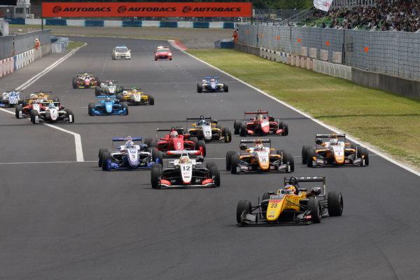 2017 Japanese Formula 3 Championship. Okayama, Japan. 27th - 28th May 2017. Rd 8 & 9. Rd 8 Start of the race action World Copyright: Yasushi Ishihara / LAT Images. Ref: 2017JF3_Rd8_002
