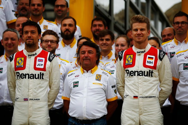 Silverstone, Northamptonshire, UK.  Sunday 16 July 2017. Jolyon Palmer, Renault Sport F1, and Nico Hulkenberg, Renault, pose with Rene Arnoux wearing classic overalls. World Copyright: Andy Hone/LAT Images  ref: Digital Image _ONY7355