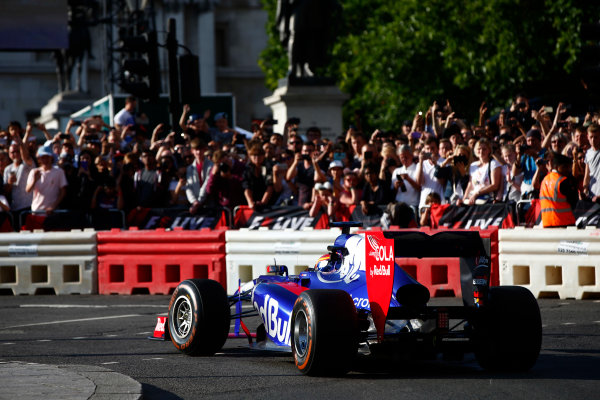 London, United Kingdom.  Wednesday 12 July 2017. Carlos Sainz Jr, Toro Rosso STR12 Renault. World Copyright: Hone/LAT Images  ref: Digital Image _ONY4075