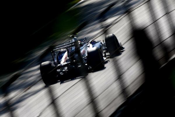 Autodromo Nazionale di Monza, Monza, Italy. 9th September 2011. Pastor Maldonado, Williams FW33 Cosworth. Action.  World Copyright: Andy Hone/LAT Photographic ref: Digital Image _SP23972