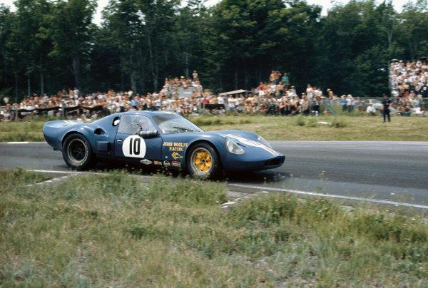 Watkins Glen, New York, USA. 14th July 1968. Rd 8.John Woolfe/David Piper (Chevron B12 Repco), retired, action. World Copyright: LAT Photographic.Ref:  68WG6HR10.