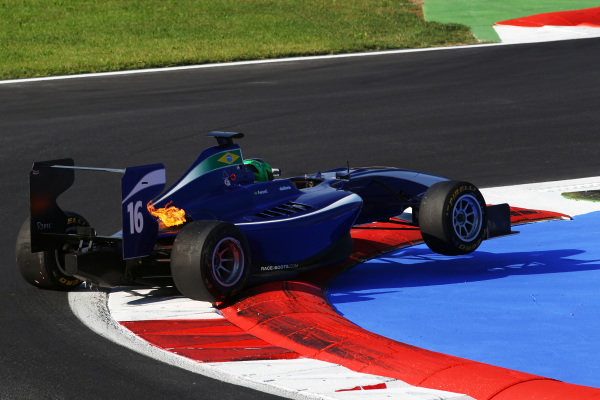 Lucas Foresti (ITA) Carlin spins an beaches himself on the chicane. GP3 Series, Rd 8, Race 2, Monza, Italy, Sunday 12 September 2010.