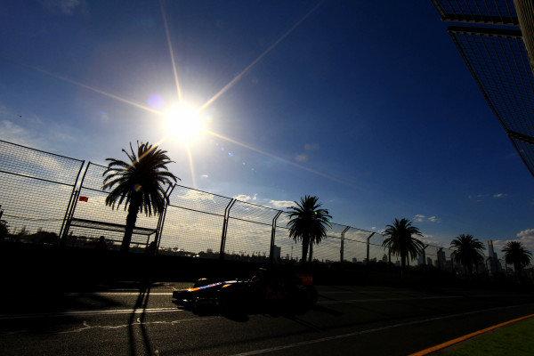 Daniil Kvyat (RUS) Scuderia Toro Rosso STR9. Formula One World Championship, Rd1, Australian Grand Prix, Practice, Albert Park, Melbourne, Australia, Friday 14 March 2014.