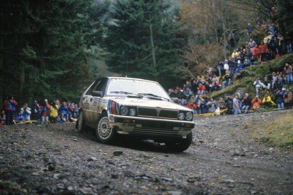 1987 World Rally Championship. Lombard RAC Rally, Great Britain. 22nd - 25th November 1987. Juha Kankkunen/Juha Piironen (Lancia Delta HF 4WD), 1st position, action.  World Copyright: LAT Photographic Ref: 35mm transparency 87RALLY09
