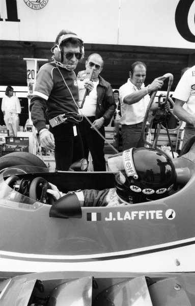 1980 Argentine Grand Prix. Buenos Aires, Argentina. 11-13 January 1980. Jaques Laffite (Ligier JS11/15-Ford), retired, talks to Gerard Ducarouge in the pit lane, portrait.  World Copyright: LAT Photographic.  Ref:  B/W Print.