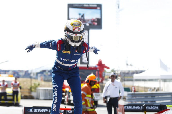 Robert Shwartzman (RUS) PREMA Racing, celebrates victory on parc ferme