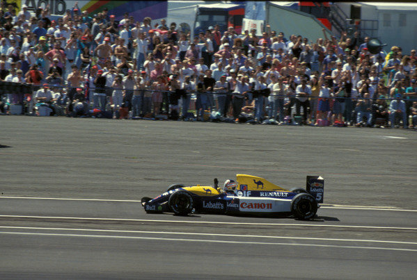 Nigel Mansell, Williams FW14 Renault, waves to the fans.