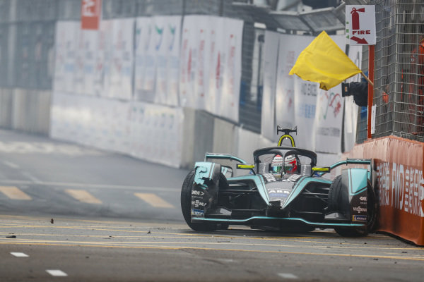 Nelson Piquet Jr. (BRA), Panasonic Jaguar Racing, Jaguar I-Type 3, causes a yellow flag