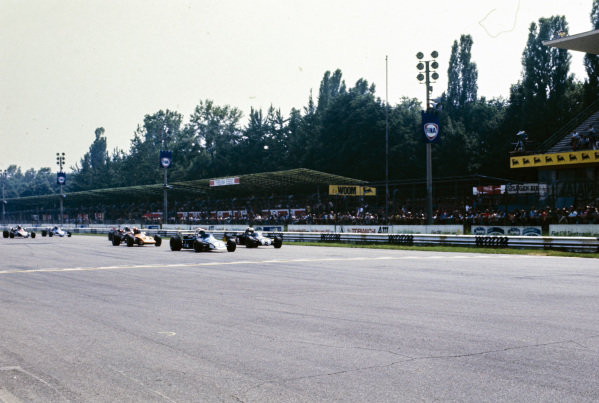 Peter Westbury, Brabham BT38 Ford/Felday, leads Richard Scott, Brabham BT38 Ford, and the rest of the pack.