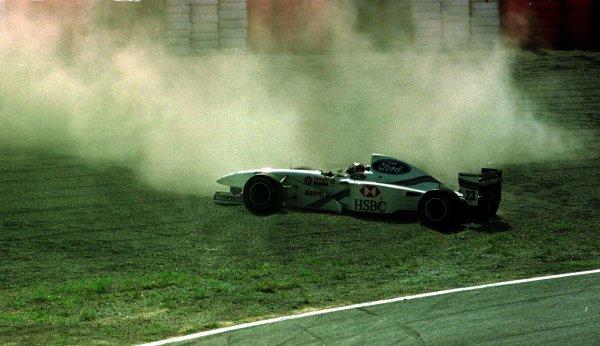 1997 Japanese Grand Prix.Suzuka, Japan.10-12 October 1997.Rubens Barrichello (Jordan 197 Peugeot) spins off.World Copyright - LAT Photographic