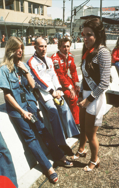1977 United States Grand Prix West.Long Beach, California, USA.1-3 April 1977.Stirling Moss and Jochen Mass (McLaren Ford) with Miss U S. Grand Prix West.Ref-77 LB 06.World Copyright - LAT Photographic