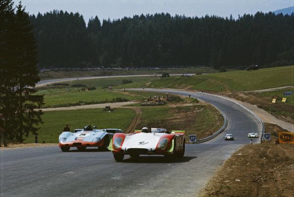 Rudi Lins / Gérard Larrousse, Porsche Salzburg, Porsche 908/02 LH 006 leads Jacky Ickx / Jackie Oliver, J. W. Automotive Ltd, Mirage M3/300 Ford 001/301.