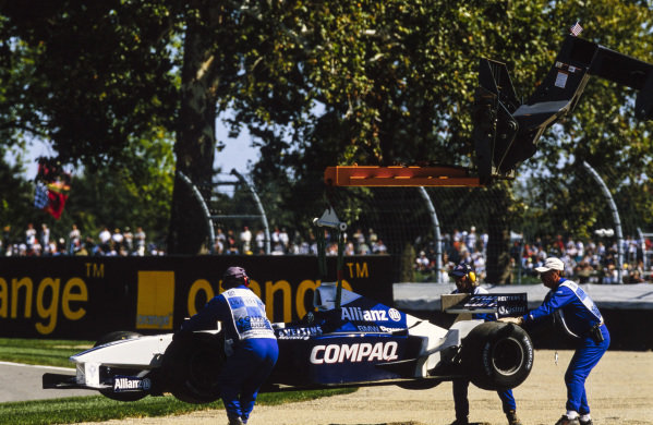 The car of Ralf Schumacher, Williams FW23 BMW, is carried away by marshals.