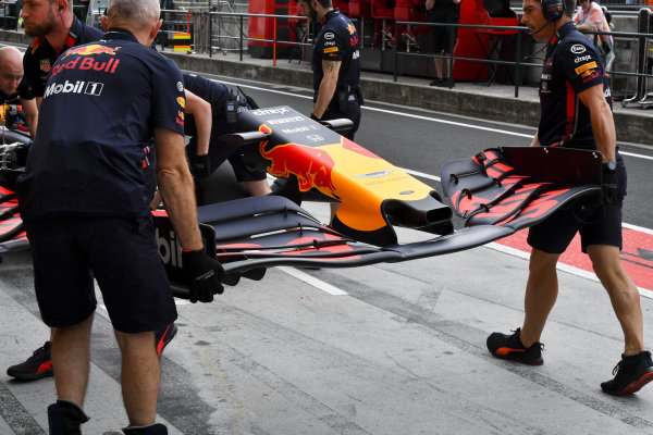 Red Bull mechanics fit a new front wing to the car of Pierre Gasly, Red Bull Racing RB15
