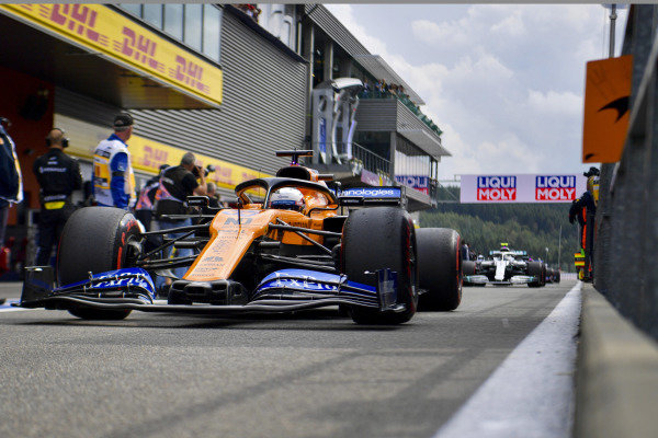 Carlos Sainz Jr., McLaren MCL34, heads to the grid