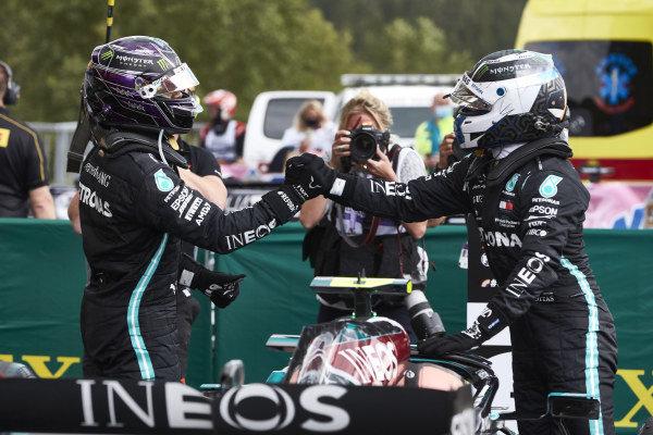 Lewis Hamilton, Mercedes-AMG Petronas F1 and Valtteri Bottas, Mercedes-AMG Petronas F1 bump fists after the race