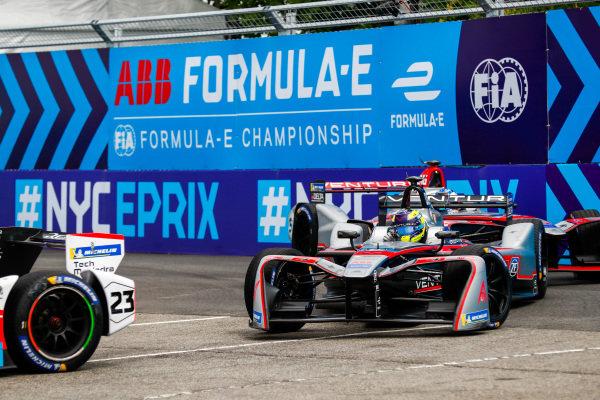 Nick Heidfeld (GER), Mahindra Racing, Mahindra M4Electro, leads Tom Dillmann (FRA) Venturi Formula E, Venturi VM200-FE-03.