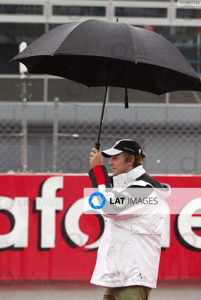 2004 Italian Grand Prix - Sunday Race,Monza, Italy. 12th September 2004 Jenson Button, BAR Honda 006, and unbrella.World Copyright: Steve Etherington/LAT Photographic ref: Digital Image Only