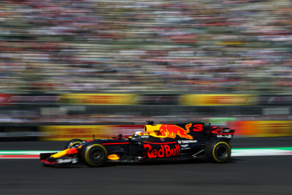 Autodromo Hermanos Rodriguez, Mexico City, Mexico. Friday 27 October 2017. Daniel Ricciardo, Red Bull Racing RB13 TAG Heuer. World Copyright: Charles Coates/LAT Images  ref: Digital Image DJ5R1414