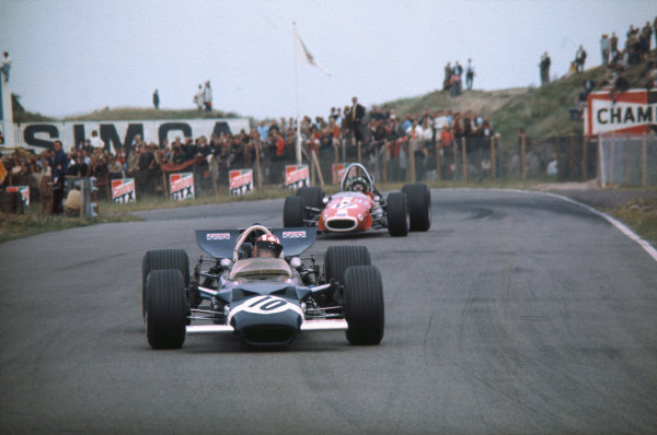 Zandvoort, Holland. 19-21 June 1969. .Jo Siffert, Lotus 49B Ford, leads Silvio Moser, Brabham BT24 Ford.  Ref: 69HOL30. World Copyright: LAT Photographic
