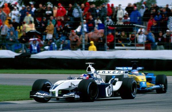 Juam Pablo MOntoya (COL) Williams FW25 leads Fernando Alonso (ESP) Renault R23United States Grand Prix, Rd15, Indianapolis Motor Speedway, Indianapolis, USA. 28 September 2003.BEST IMAGE
