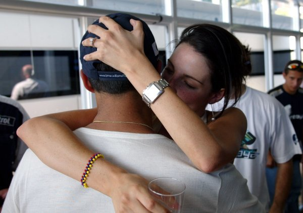 Connie Montoya (COL) gives a big kiss to her husband Juan Pablo Montoya (COL) Williams to celebrate his win.