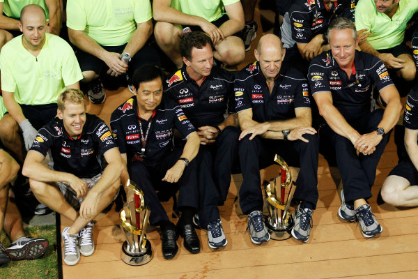 Marina Bay Circuit, Singapore. Sunday 22nd September 2013.  Red Bull Racing celebration team photo.  World Copyright: Jed Leicester/LAT Photographic. ref: Digital Image _JEL3307