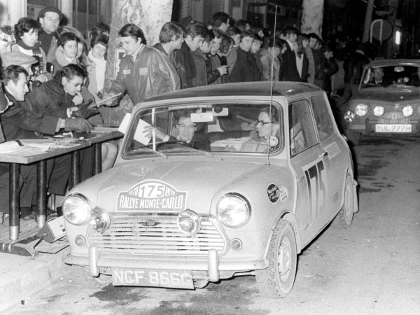 1970 Monte Carlo Rally. Monte Carlo, Monaco. 16th - 24th January 1970. (Mini Cooper S), action. World Copyright: LAT Photographic. Ref: B/W Print.