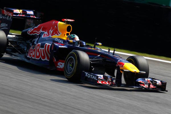 Interlagos, Sao Paulo, Brazil. 25th November 2011. Sebastian Vettel, Red Bull Racing RB7 Renault. Action. World Copyright:Steven Tee/LAT Photographic ref: Digital Image _A8C7822