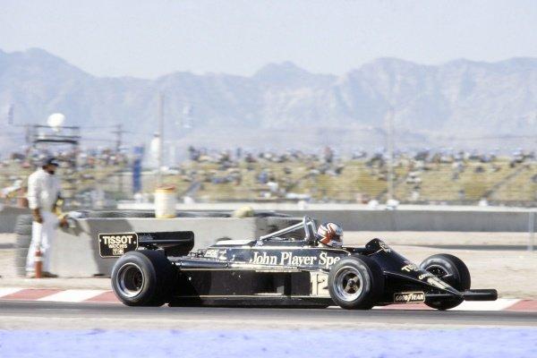 1981 Las Vegas Grand Prix.Caesar's Palace, Las Vegas, Nevada, USA. 15-17 October 1981.Nigel Mansell (Lotus 87-Ford Cosworth), 4th position.World Copyright: LAT PhotographicRef: 35mm transparency 81LV27