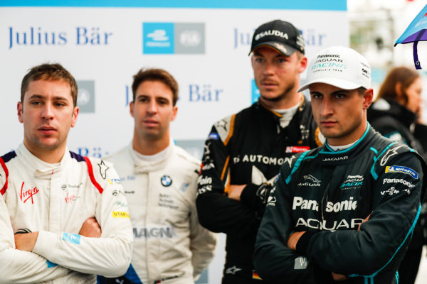 Robin Frijns (NLD), Envision Virgin Racing, Antonio Felix da Costa (PRT), BMW I Andretti Motorsports, Andre Lotterer (DEU), DS TECHEETAH and Mitch Evans (NZL), Panasonic Jaguar Racing watch the qualifying groups