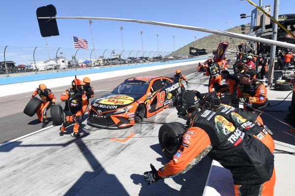 #19: Martin Truex Jr., Joe Gibbs Racing, Toyota Camry Bass Pro Shops, makes a pit stop