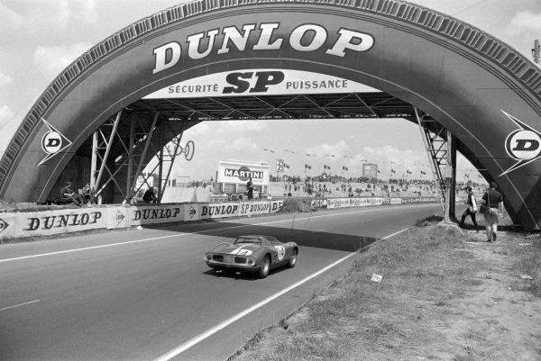 Jo Bonnier / Graham Hill, Maranello Concessionaires, Ferrari 330P.