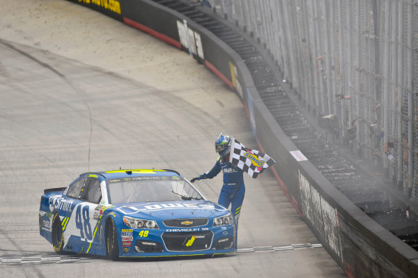Monster Energy NASCAR Cup Series Food City 500 Bristol Motor Speedway, Bristol, TN USA Monday 24 April 2017 Jimmie Johnson burn out World Copyright: Nigel Kinrade LAT Images ref: Digital Image 17BRI1nk09032