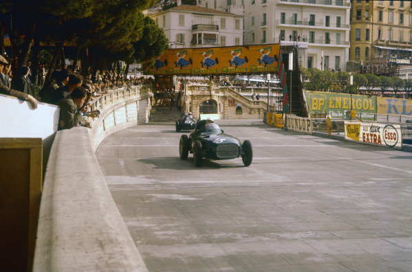Monte Carlo, Monaco. 16th - 19th May 1957. Stirling Moss (Vanwall VW3), retired, leads Stuart Lewis-Evans (Connaught B-Alta), 4th position on his Grand Prix debut, action.World Copyright: LAT Photographic.Ref: 57MON04.