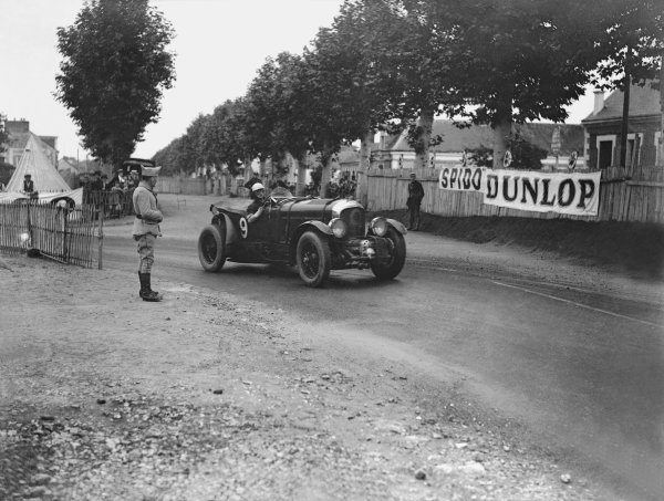 """Le Mans, France. 21st - 22nd June 1930.Henry Birkin/Jean Chassagne (Bentley C """"Blower""""), retired, action. Ref: B4193.World Copyright: LAT Photographic."""
