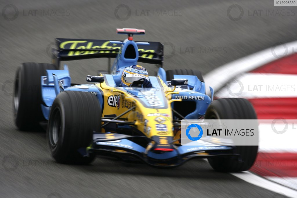 2006 Chinese Grand Prix - Saturday Practice Shanghai International Circuit, Shanghai, China. 28th September - 1st October 2006. Fernando Alonso, Renault R26, action. World Copyright: Charles Coates/LAT Photographic. ref: Digital Image ZK5Y4122