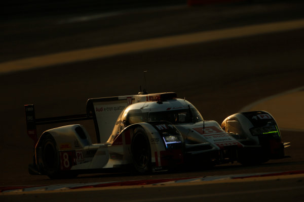 2015 FIA World Endurance Championship Bahrain 6-Hours Bahrain International Circuit, Bahrain Saturday 21 November 2015. Lucas Di Grassi, Lo?c Duval, Oliver Jarvis (#8 LMP1 Audi Sport Team Joest Audi R18 e-tron quattro). World Copyright: Alastair Staley/LAT Photographic ref: Digital Image _79P1037